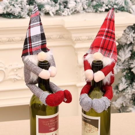 Cartoon Weihnachten Plaid Weihnachtsmann Wein Umarmung Set Puppe Großhandel Nihaojewelry NHMV409369's discount tags