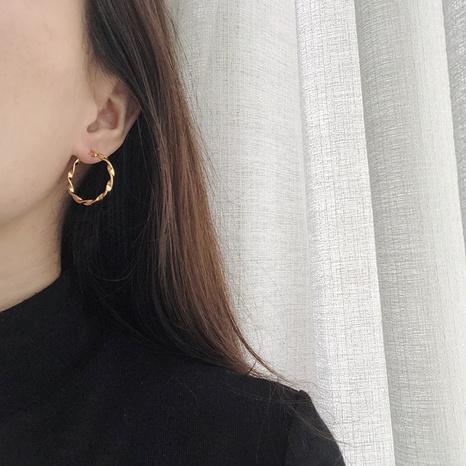wholesale einfaches rotierendes Stück Twist Titanstahl überzogener 18K Ohrbügel Nihaojewelry NHGC396681's discount tags