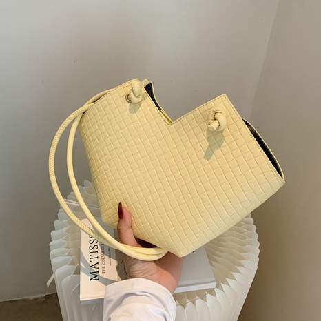 wholesale heart-shaped large capacity embossed messenger woven basket bag nihaojewelry  NHGN397744's discount tags