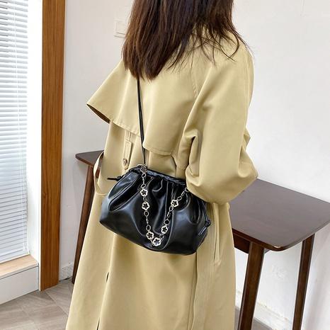 new fashion chain messenger shoulder armpit cloud bag wholesale nihaojewelry NHUA397459's discount tags