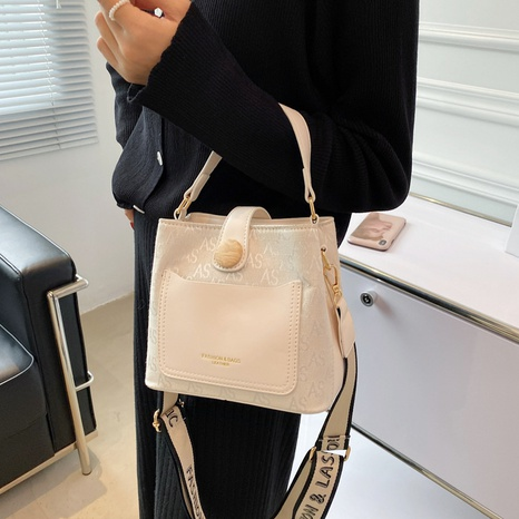 wide-shoulder strap fashion messenger single-shoulder bucket bag wholesale Nihaojewelry NHWH399676's discount tags