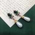 NHOM2054315-Short-pearl-ear-clip