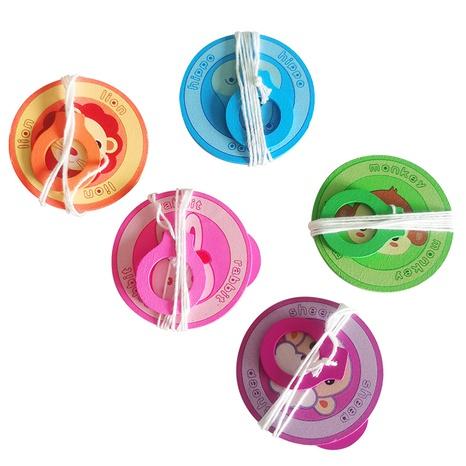 Cuerda de tracción educativa para niños volante de madera platillo volador de madera dibujado a mano al por mayor Nihaojewelry NHSCA427616's discount tags