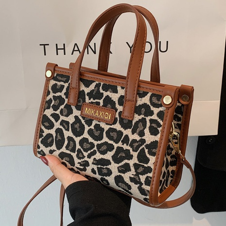 fashion leopard fabric messenger bag wholesale Nihaojewelry NHLH428413's discount tags
