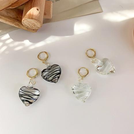 Pendientes colgantes de corazón de cristal ondulado blanco negro hecho a mano al por mayor nihaojewelry NHMS430436's discount tags