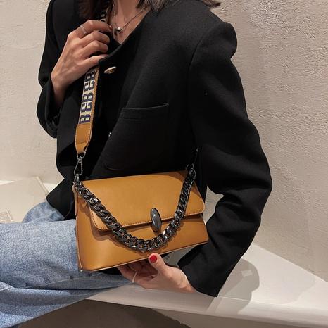 Mode breiter Riemen Buchstabenstickerei einfarbige Kettenschulter quadratische Tasche NHLH430907's discount tags