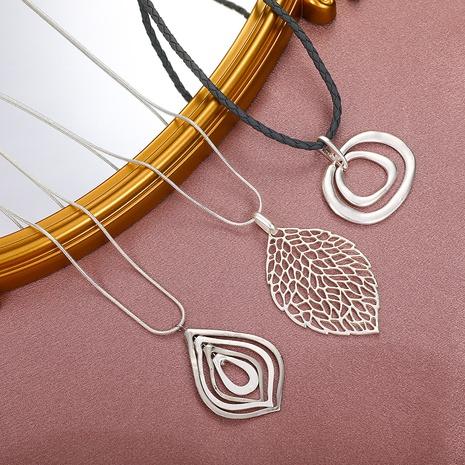 Retro einfaches hohles Blatt geometrische Halskette Großhandel nihaojewelry NHDP431669's discount tags