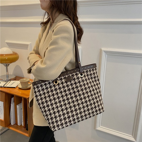 fashion large-capacity 2021 new fashion niche shoulder bag autumn and winter commuter bag  NHGN436721's discount tags