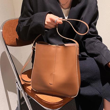Retro-Großraum einfarbig Messenger One-Shoulder-Eimer-Tasche Großhandel nihaojewelry NHGN417596's discount tags