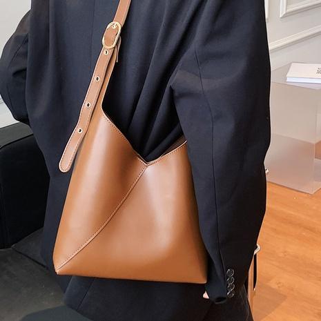 Moda retro color sólido mensajero de gran capacidad con un solo hombro bolso de cubo al por mayor nihaojewelry NHLH417717's discount tags
