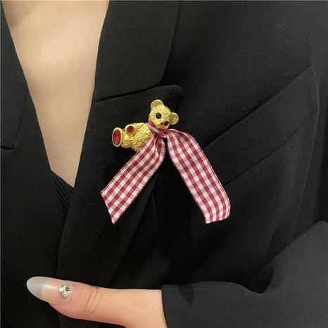 oso de pata de gallo broche de estilo coreano al por mayor Nihaojewelry NHYQ418426's discount tags