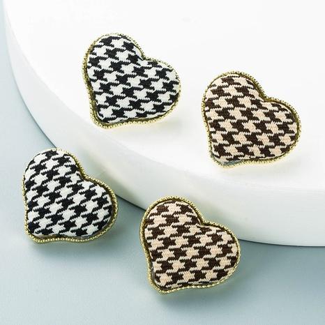 Pendientes en forma de corazón de aleación de patrón de pata de gallo de tela de moda al por mayor Nihaojewelry NHLN418963's discount tags