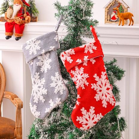 Navidad patrón de copo de nieve de felpa media bolsa de dulces colgante al por mayor nihaojewelry NHGAL419284's discount tags