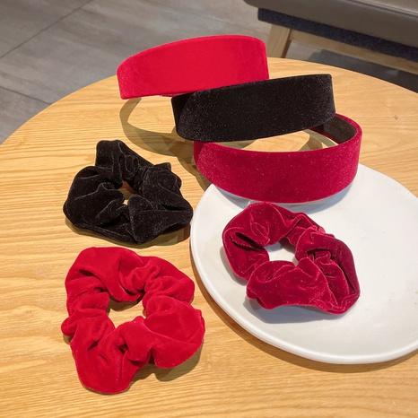 Ensemble de chouchous pour cheveux bandeau de couleur unie en velours rétro en gros bijoux Nihaojewelry NHDQ420739's discount tags